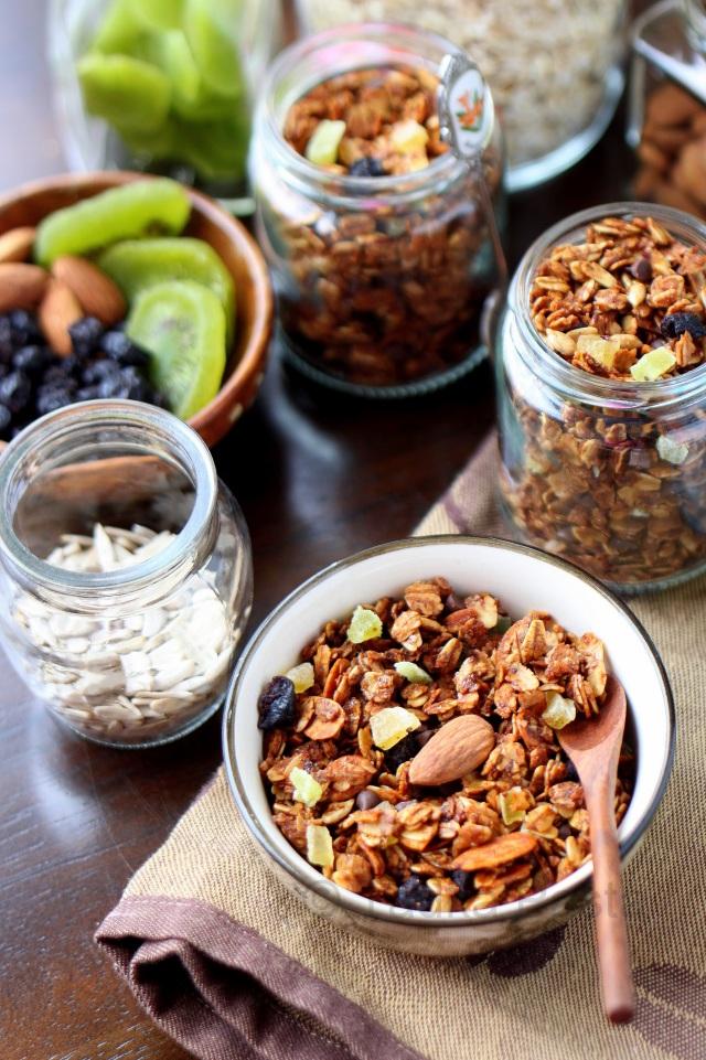 Fruit and nut honey granola